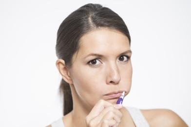 woman-brushing-teeth
