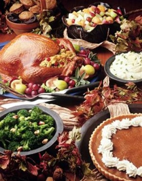 thanksgiving-table-with-food-4-1