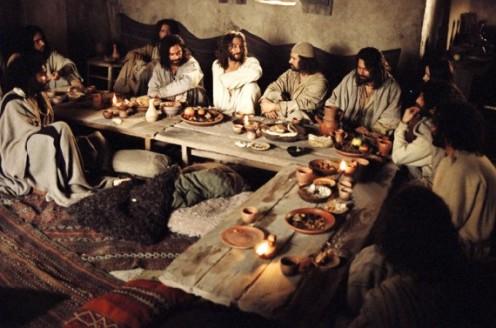 Jesus-Praying-Last-Supper-570x377
