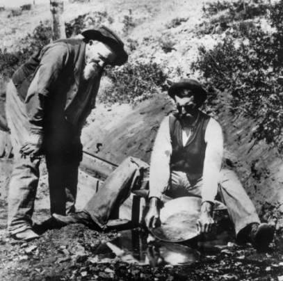 Gold_panning_in_Nelson_Gulch_near_Helena_Montana
