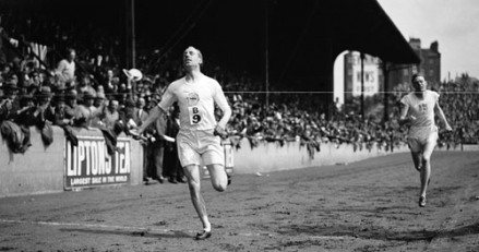 eric-liddell-olympic-gold-race1924sm